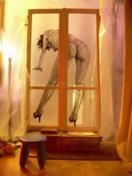 Danse fenêtres parisiennes peinture acrylique sur verre