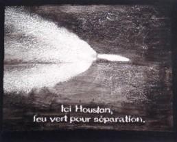 Judith Marin Ici Houston peinture vinylique et pigments sur toile en noir et blanc capture d'écran tv