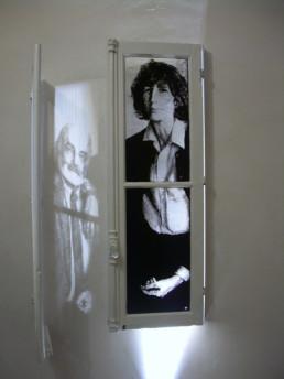 Judith Marin (Père) - Mère diptyque de fenêtres peintes acrylique noir et blanc portraits Louis Marin et Françoise Stoullig