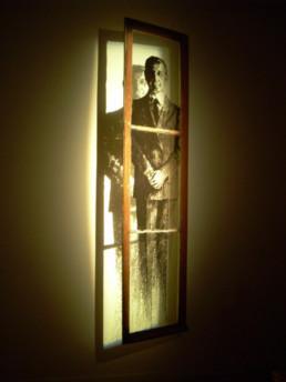 Judith Marin M. le maire fenêtre peinte acrylique noir et blanc portrait inspiré des photographies de Patrick Faigenbaum