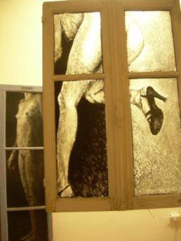 Judith Marin Twist diptyque de fenêtres peinture acrylique sur verre noir et blanc