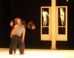Judith Marin Thomas Lebrun Danse à Lille Le Gymnase Roubaix peinture sur fenêtre noir et blanc