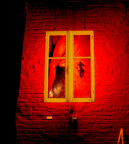 Judith Marin Thomas Lebrun Le Gymnase à Roubaix peinture sur fenêtre noir et blanc